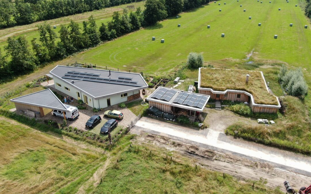 Twee prachtige ecologische woningen in Peinder Mieden